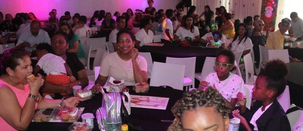 El Consulado en Oranjestad celebró las tradiciones colombianas de fin de año con la comunidad de connacionales